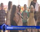 Деца от Златица поздравиха своите майки за 8 март
