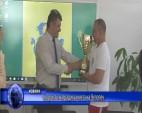 Спортисти наградиха кмета на Челопеч