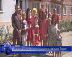 Поставиха куклата Кели край началното училище в Пирдоп