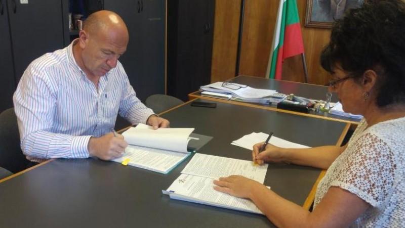 Кметът Ангел Геров подписа договор за проект за отпадъците